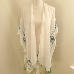 Bebe White Throw Cardigan OS